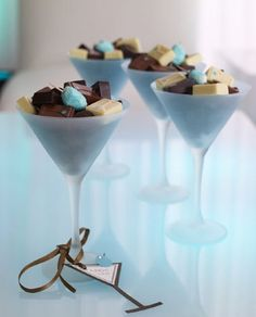 Party Table Centerpieces Diy Events Center Pieces 60 Ideas For 2019 Chocolate Centerpieces, Edible Centerpieces, Party Table Centerpieces, Edible Arrangements, Table Decorations, Artisan Chocolate, Handmade Chocolates, Party Buffet, Edible Gifts