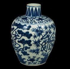 Porcelain vase with pine, bamboo, plum blossom design, Ming dynasty © Nanjing Museu