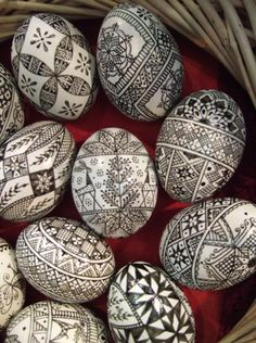 Salon decorated eggs (continuation and end) – The news of Anne and tournicoton Egg Crafts, Easter Crafts, Holiday Crafts, Art D'oeuf, Egg Shell Art, Carved Eggs, Easter Egg Designs, Ukrainian Easter Eggs, Diy Ostern