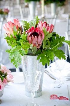 flowers Country Weddings, Rustic, Table Decorations, Flowers, Furniture, Home Decor, Country Primitive, Decoration Home, Farm Wedding