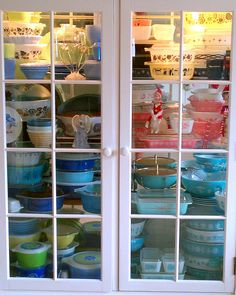 I love this display!!! Would love to display all my Pyrex like this!!!