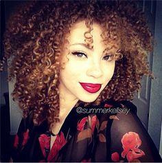Big curly hair & red lips <3
