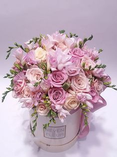 Flower Bouquet Boxes, Hat Box Flowers, Flower Box Gift, Pink Flowers, Paper Flowers, Luxury Flowers, Bouquets, Beautiful Rose Flowers, Beautiful Flower Arrangements