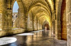 El Monasterio de Piedra (Comunidad de Calatayud, Zaragoza, Aragón, España), fue fundado en 1194 por trece monjes cistercienses venidos del Monasterio de Poblet, en el antiguo castillo de Piedra Vieja y junto al Río Piedra. Fue dedicado a Santa María de la Blanca y se catalogó como Monumento Nacional el 16 de febrero de 1983. El lugar en el que se ubica el inmueble fue declarado como Sitio Histórico el 28 de diciembre de 1945. ------------------------- Nota para los Administradores: No me mole... Spain Road Trip, Stone Masonry, Spain And Portugal, Ancient Architecture, Great Photos, Places To See, Beautiful Places, Around The Worlds, Exterior