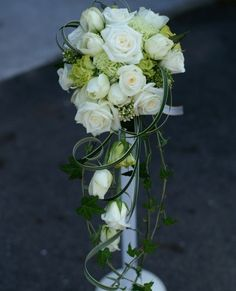 Rose cascade bouquet :: Spring #wedding inspiration!