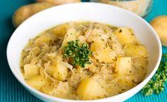 Hier finden Sie ein veganes Rezept für die Zubereitung von Kartoffel Sauerkraut Gulasch mit Äpfeln. Ein wärmender Eintopf für die kalten Tage im Jahr!