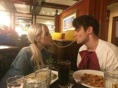 """72 To se mi líbí, 3 komentářů – ♡CHLO♡ (@the_dovey_whisperer) na Instagramu: """"omg yayyyyy they finally kissed on camera!!yay we finally have a domas kissing pic yasss"""""""
