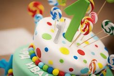 Planning tips for hosting a kids winter birthday party. Host the party elsewhere. An outside vendor means less work, less clean up and less stress. Beautiful Birthday Cakes, Birthday Treats, Birthday Cake Girls, Happy Birthday Cakes, Happy Birthday Wishes, Birthday Photos, Winter Birthday Parties, Online Cake Delivery, Happy Birthday Video