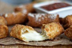 Pastelzinho c/ muito recheio de queijo #adultfood