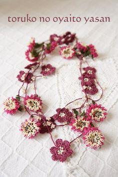 C トゥーオヤの小花ラリエット