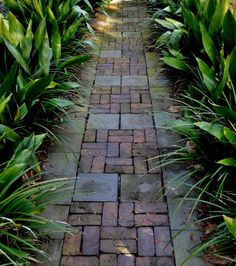 Great walkway without the use of mortar. Love the casual feel of this even though the pattern is quite structured.
