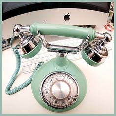 tiffany blue.. pretty. (wonder why they call it blue though? Doesn't it look more green?)