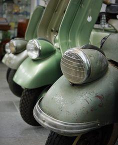 vespa faro basso Scooters, Industrial Design, Vintage Cars, Bar, Classic, Style, Vespas, Italia, Derby