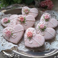 Tea party - hearts pretty in sparkling pink by Teri Pringle Wood (food decorations sugar cookie recipes) Fancy Cookies, Iced Cookies, Cute Cookies, Cupcake Cookies, Sugar Cookies, Heart Cookies, Cookie Favors, Flower Cookies, Easter Cookies