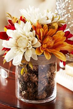 10 Fall Decor Ideas - Simply ClarkeDo you need inspiration for autumn decor ideas for your home? Get some ideas and decorating tips here!Fall Home Decor, Fall Decor, Fall Table Decor, Fall Decor, Rustic Home Thanksgiving Decorations, Seasonal Decor, Halloween Decorations, Diy Thanksgiving, Autumn Decorations, September Decorations, Friends Thanksgiving, Floral Decorations, Flower Decoration
