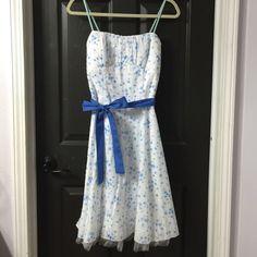 Mod style dress Floral mod style dress. Worn once. Runs small IMO Dresses Midi