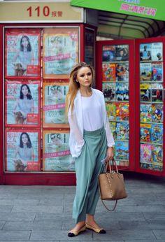 KAYTURE Top: H&M, Blazer: Minusey, Trousers: Chloé, Flats: Chanel, Bag: Valentino, Watch: Omega.
