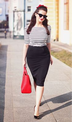 It's like a pin up outfit Black Pencil Skirt Outfit, Pencil Skirt Outfits, Black Pencil Skirts, Curvy Girl Fashion, Look Fashion, Fashion Outfits, Pin Up Fashion, Fashion News, Fashion Spring