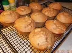 Pear and Granola Muffin Recipe P90x3 Recipes, Healthy Recipes, Healthy Food, Healthy Eating, Vegetarian Breakfast, Breakfast Recipes, Breakfast Time, Granola Muffin Recipe, Pear Muffins