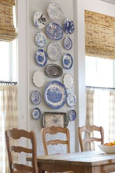 Vintage Decor Rustic OMG these blue plates are adorable for the cottage themed kitchen/dining room. There can be plates on display, in use, and matching tea sets. - These aren't your mother's decor ideas (they're your grandmother's). Blue White Decor, Plate Decor, Country Decor, French Country Decorating, Plates On Wall, White Decor, Blue And White, Vintage Decor, Kitchen Wall Decor