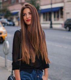 Les cheveux longs et lisses