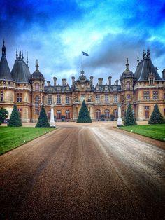 Waddesdon Manor at Xmas English Manor, English House, English Countryside, England And Scotland, England Uk, Beautiful Castles, Beautiful Buildings, Palaces, Castle House