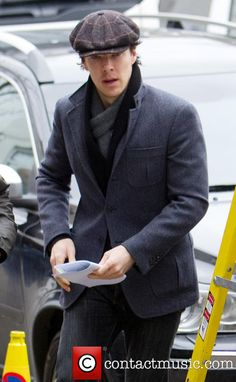 SO EXCITING! Benedict Cumberbatch arriving for Sherlock filming today in Cheltenham 04/01/2013