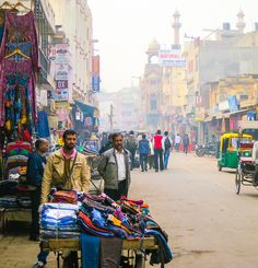 Vendors by the Paharganj neighborhood of Central Delhi.