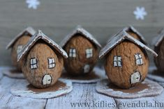Kifli és levendula: Téli dióházikók Diy Christmas Village, Noel Christmas, Christmas Wrapping, Ornament Crafts, Fall Crafts, Christmas Crafts, Christmas Decorations, Walnut Shell Crafts, Pista Shell Crafts