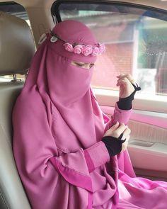 Arab Girls Hijab, Muslim Girls, Muslim Brides, Beautiful Hijab Girl, Beautiful Muslim Women, Casual Hijab Outfit, Hijab Chic, Hijab Dress, Burqa Designs
