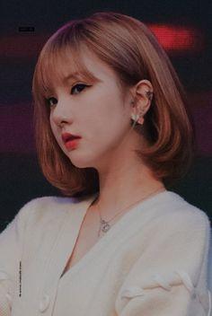 Kpop Girl Groups, Korean Girl Groups, Kpop Girls, K Pop, Gfriend And Bts, Girl Korea, G Friend, New Haircuts, Korean Beauty