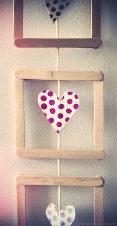 Les ateliers ARTiFun - ateliers créatifs en Guadeloupe - scrapbooking décopatch bricolage peinture: Mini cadre, coeurs et petits pois! Popsicle Crafts, Craft Stick Crafts, Diy And Crafts, Arts And Crafts, Paper Crafts, Craft Ideas, Yarn Crafts, Valentine Day Crafts, Christmas Crafts
