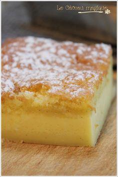 Gâteau magique! Ingrédients pour 8 personnes (*moule de 20cm/20cm) : 4 oeufs 150g de sucre en poudre 1 càs d'eau 125g de beurre fondu 115 g de farine 500g de lait tiède 1 gousse de vanille grattée