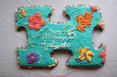 Puzzle themed cake for Ali's 3rd birthday. #puzzlecake #puzzles