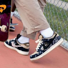 NIKE shoes sneakers street styles/outfit with Nike shoes/air-force NIKE shoes/outfit style/sport/men/woman/sneakers/air Nike Fashion, Sneakers Fashion, Fashion Shoes, Mens Fashion, Nike Sb Dunks, Travis Scott Shoes, Travis Scott Style, Best Sneakers, Shoes Sneakers