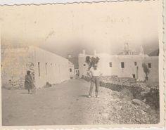 Η Παναγία η Τουρλιανή. Άνω Μερά Μυκόνου. Αρχές 30΄ς. Old Time Photos, Old Pictures, Mykonos Greece, Places To Visit, Gems, Black And White, Outdoor, Vintage, Beautiful