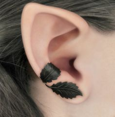 Dark Forest Right Ear Cuff Black Leaves Filigree by RavynEdge- love tattoos that don't look like tattoos is like whoa you're blowing my mind Jewelry Box, Jewelry Accessories, Filigree Jewelry, Cuff Jewelry, Filigree Earrings, Jewellery, Silver Filigree, Black Jewelry, Skull Jewelry