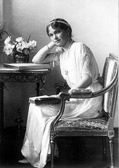Velkokněžna Olga Nikolajevna v roce 1913 - nejstarší dcera (prvorozená) cara Mikuláše II. a jeho ženy carevny Alexandry Fjodorovny - narození 15. listopadu 1895 - úmrtí 17. července 1918 ve věku 22 let.