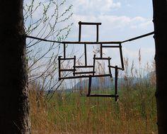 LAND ART._ cubs defusta dins del cub amb gel. que quedi nomes l'estructura ip uguin despres sortir