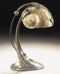 Lampe de chevet, 1890, métal et coquillage, Gustav Gurschner.