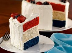 Fourth of July Dessert Ideas - Patriotic Cake. colored vanilla cake or vanilla or light colored cake as middle and red and blue velvet with cream cheese frosting. so many options Fourth Of July Cakes, 4th Of July Desserts, Köstliche Desserts, Delicious Desserts, Dessert Recipes, Memorial Day Desserts, Patriotic Desserts, Patriotic Party, 4th July Party