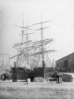 Sailing ships in the Regent's Canal Dock. - London's docks and shipping London Pictures, Old Pictures, Fleet Of Ships, London Docklands, Regents Canal, Scotland History, Herzog, England And Scotland, Old London