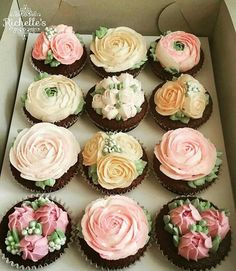These gorgeous cupcakes are from Richelle's Cakes & Cupcakes in the Phillipines Wedding Desserts, Wedding Cupcakes, Beautiful Cakes, Amazing Cakes, Spring Cupcakes, Flower Cupcakes, Frosting Flowers, Wedding Cake Alternatives, Dessert Decoration