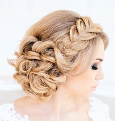 Strictly Weddings Our friends ModernWedding shared this awesome braided up-do that I am wild for!!