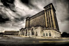Detroit... the Michigan Central Station... a gorgeous building... it makes me so sad to drive by it.