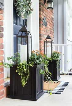Fall Planter Idea Lanterns 038 Mums On Sutton Place An easy fall planter idea using lanterns copper mums ivy and Creeping Jenny This planter idea is super simple and quick to assemble fall autumn fallporch fallporchdecor Mum Planters, Front Door Planters, Front Door Porch, Porch Entrance, Entrance Design, Planter Boxes, Front Doors, Front Porch Plants, Garden Planters
