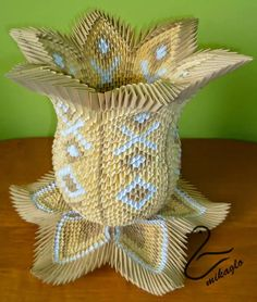 3D Origami Lotos Vase http://mikaglo.blogspot.my/2015/02/waza-lotos-origami-3d.html