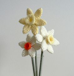 Daffodils I love these! Free pattern available from Amigurumipatterns.net