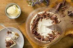 Earl Grey And Clotted Cream Cheesecake - Claire Justine Original Cheesecake Recipe, Cheesecake Recipes, Cookie Recipes, Clotted Cream Recipes, Peanut Butter Sauce, Digestive Biscuits, Walnut Cake, Chocolate Shavings, Baking Tins