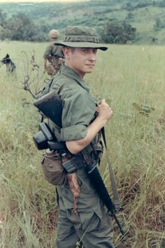 Jere Meacham on patrol in Vietnam with other members of the U. Army's Fourth Infantry Division. He sent the images to his son in 1999 Vietnam History, Vietnam War Photos, South Vietnam, Vietnam Vets, American War, Native American, Vietnam Veterans Memorial, War Photography, Indochine